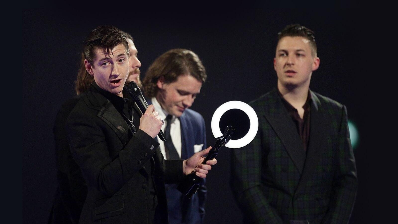 03 The Brit Awards Trophy 2014 Arctic Monkeys